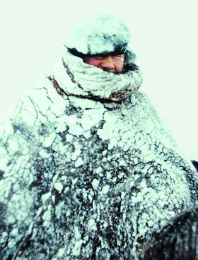 Don Faustino cerrando el arreo de 6700 ovejas durante la gran nevada de mayo último