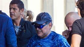 """Maradona llegó el martes a Nápoles, donde será declarado """"ciudadano"""""""