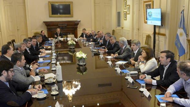 Esta mañana hubo reunión de Gabinete en Casa Rosada; al término del encuentro, Triaca dijo que no habrá bono de fin de año para empleados estatales