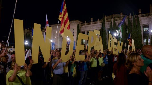 Cientos de catalanes marcharon a favor del referéndum . Foto: Reuters