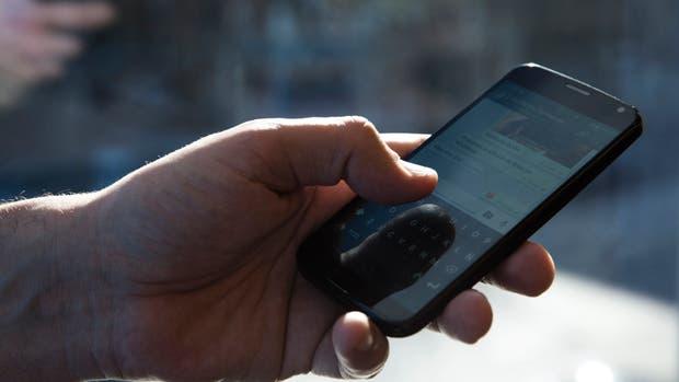 Las personas que tenían el celular a su alcance estaban más distraídas que aquellas que lo guardaban en el bolsillo o en un bolso, de acuerdo al estudio realizado por la Universidad de Texas en Austin