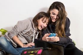María Victoria y Alma emplean naturalmente diferentes plataformas para cubrir sus intereses