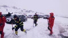 España: más de mil autos quedaron atrapados en la nieve en medio de un temporal