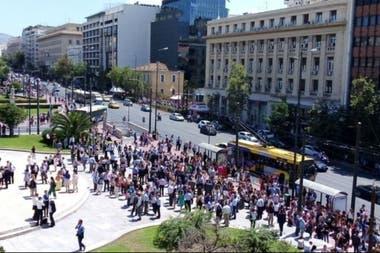La gente salió a la calle tras el temblor