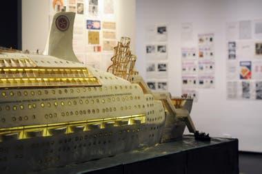 Detalle del barco migrante concebido por el Colectivo Estrella de Oriente