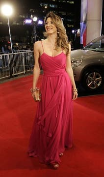 Romina Gaetani: fucsia brillante para llamar aún más la atención. Foto: DyN