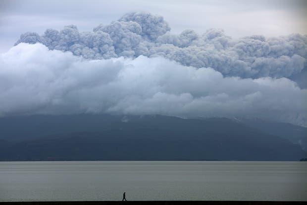 El avance de la nube volcánica pone en alerta a las localidades afectadas
