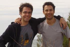 Octavio, el suboficial asesinado (a la derecha), junto a Gabriel