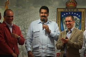 Al llegar de Cuba, Maduro dijo que Chávez está preocupado por la economía y que su recuperación es lenta