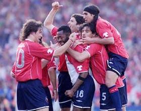 El festejo de los Rojos por el gol de Castillo, que les dio el triunfo ante Racing en el clásico
