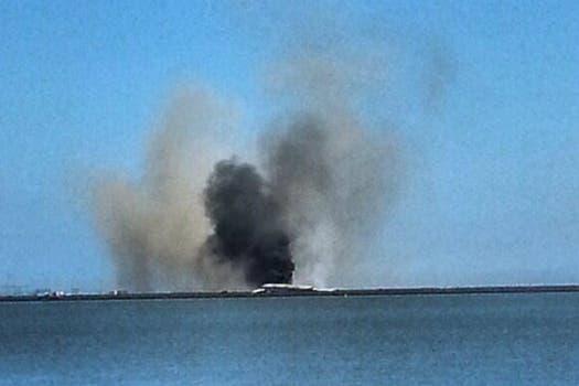 El aparato, en el que viajaban unas 290 personas perdió su cola al momento del aterrizaje forzoso y se incendió. Foto: Twitter / @vini_1914