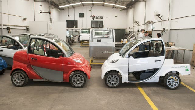 El primer auto eléctrico que se fabricará en el país. Foto: AFP / AFV/ Santiago Cichero