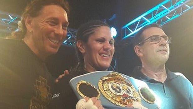 Victoria Bustos retuvo el título mundial FIB