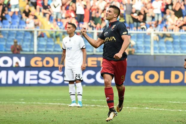 Gio Simeone festeja su gol