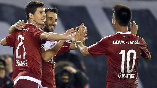 Pese a la cantidad de goles que falló en Bolivia, River se ilusiona con Scocco, Martínez y Nacho Fernández