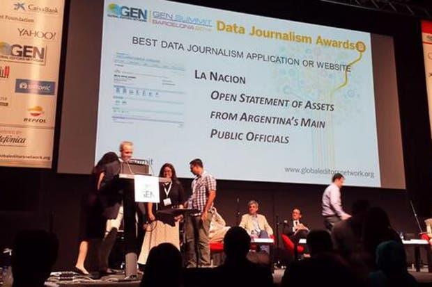 El premio es recibido por el prosecretario general de redacción, Claudio Jacquelin