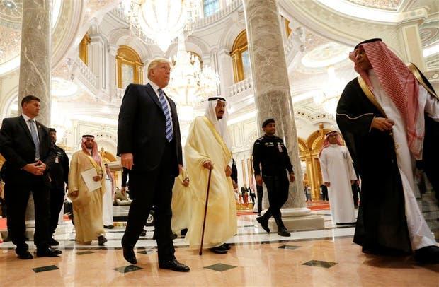 Trump y el rey Salman, antes de entrar en la cumbre árabe-islámico-norteamericana que se celebra en ese país