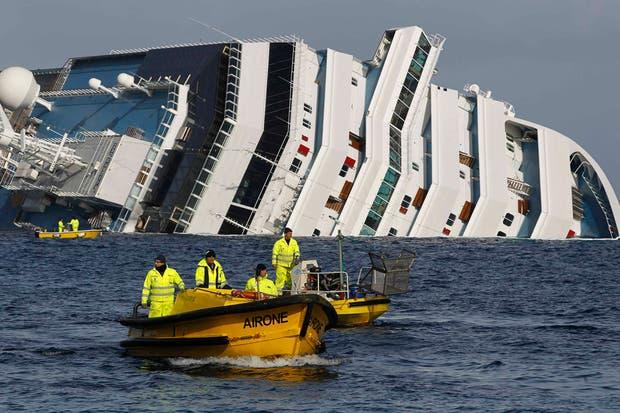 ETareas de rescate en el Crucero Costa Concordia