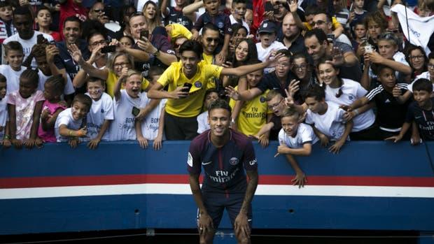 Neymar, en el centro de la escena en PSG