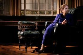 La diputada en su despacho