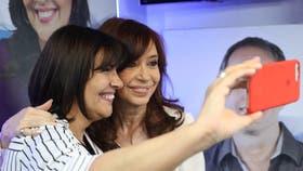 """Cristina Kirchner: """"No pongo las manos en el fuego ni por De Vido ni por nadie"""""""