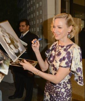Naomi Watts firmó autógrafos en un evento en California. Foto: AFP