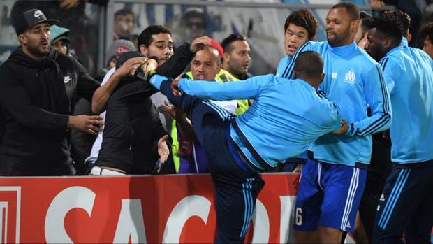 UEFA decidirá sobre sanción a francés Evra el próximo día 10