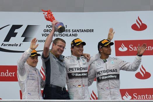 El piloto alemán de Mercedes ganó en su país y amplió la diferencia en el campeonato de F1. Foto: AFP