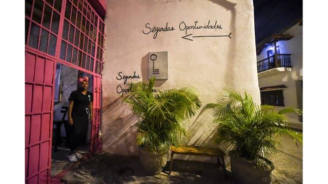 Arleth Martinez, en la puerta del restaurante