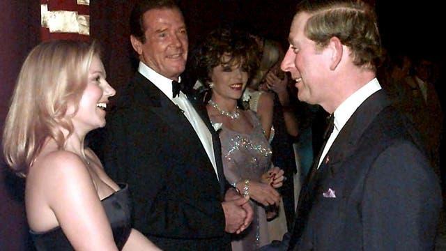 EN octubre del 98 junto a la Spice Girl, Geri Halliwell, el actor Roger Moore y la actriz Joan Collins