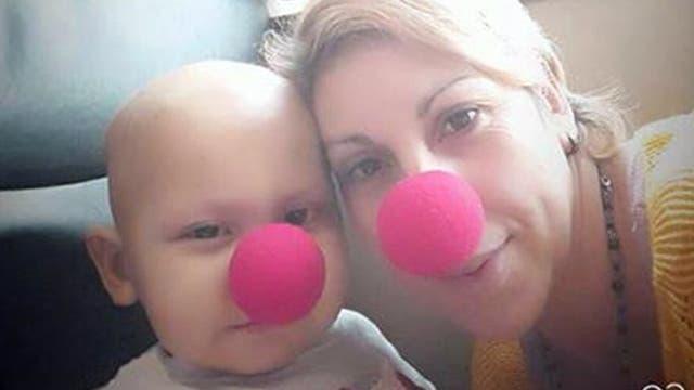 Alma Mora compartió fotos con su hijo para que quien encuentre el celular lo reconozca y devuelva la tarjeta de memoria