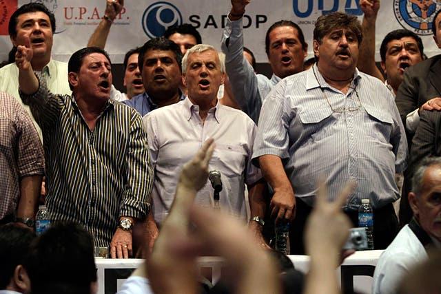 El jefe del gremio de los taxistas, Omar Viviani, reclamó al gobierno nacional que controle la suba de precios.