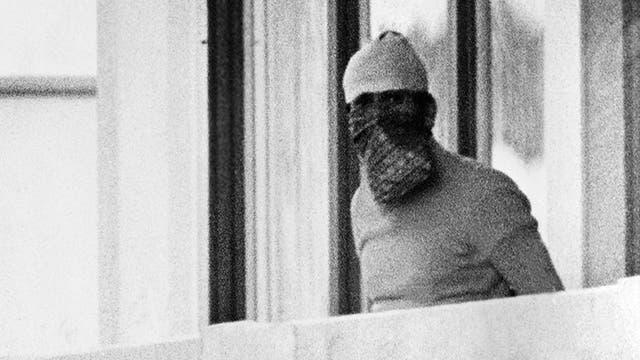 Algunos terroristas se movían estaban con la caras tapadas. Foto: AP
