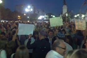 La protesta de los familiares a poco de que se vote la ley