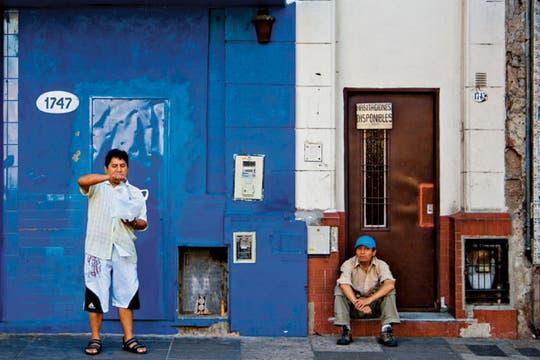 Medina Pradón retrata fachadas de residencias para viajantes. Foto: María Bethania Medina Pradón
