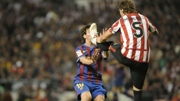 Messi sufre la patada
