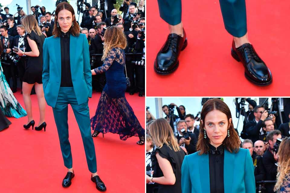Aymeline Valade apostó por un traje en color verde esmeralda, y sumó camisa y mocasines negros; ¿Qué te parece su look?.