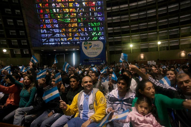 En un clima de emoción y euforia, miles de argentinos oyeron atentamente el discurso. Foto: LA NACION / Guadalupe Aizaga