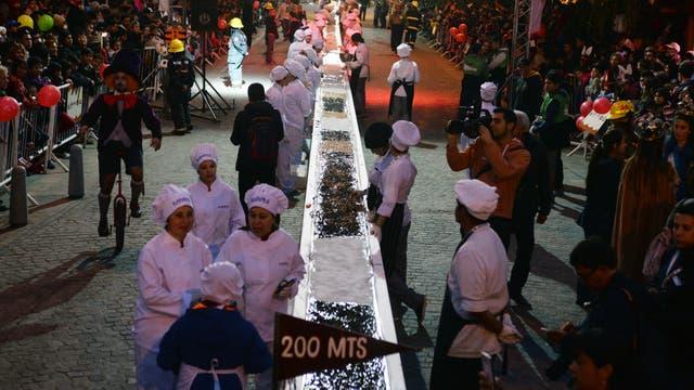 Bariloche elaboró la barra de chocolate más larga del mundo