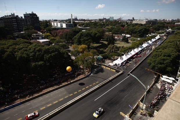 La ciudad vibró con el circuito callejero del Súper TC2000.  Foto:LA NACION /Emiliano Lasalvia