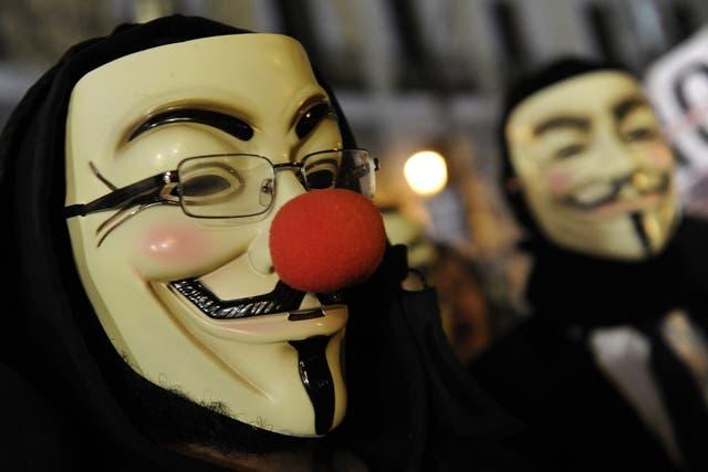 La máscara de Guy Fawkes, popularizada por el film V de Vendetta, es uno de los emblemas que utilizan los seguidores de Anonymous en las manifestaciones públicas