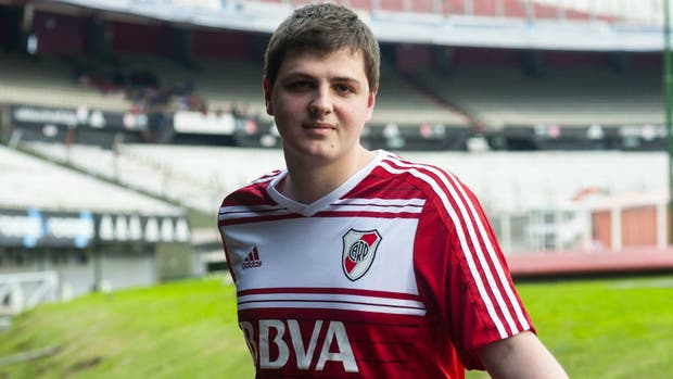 Franco Colagrossi estuvo a punto de retirarse del mundo gamer, pero logró unir sus dos pasiones: River Plate y los videojuegos