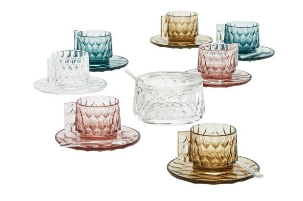 Los colores en boga en su versión transparente. Nuevos elementos para la línea de vajilla 'Jellies', de Patricia Urquiola para kartell.com .