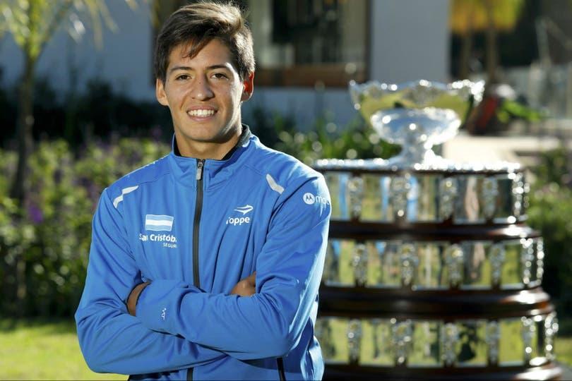 Sebastián Báez se convirtió en el líder del ranking mundial juvenil luego de alcanzar una final en San Pablo; su padre era arquero y estuvo en la guerra de Malvinas; tiene baja estatura (1,70m), como Schwartzman, pero una fuerza de voluntad arrolladora