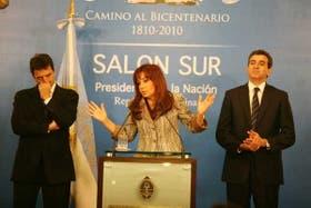 La Presidenta ofreció una conferencia de prensa para explicar su visión del resultado electoral, acompañada por Massa y Randazzo