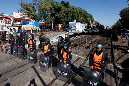 Estado en el que quedaron los vagones incendiados en la estación de Haedo. Foto: LA NACION / Fernando Massobrio
