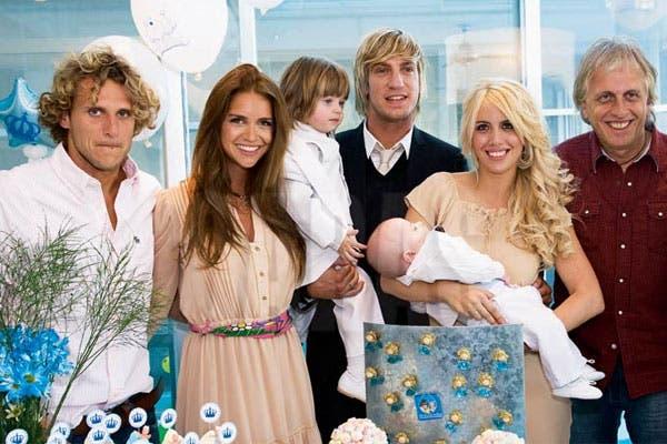 Diego Forlán junto a Zaira y el resto de la familia Nara en los buenos tiempos