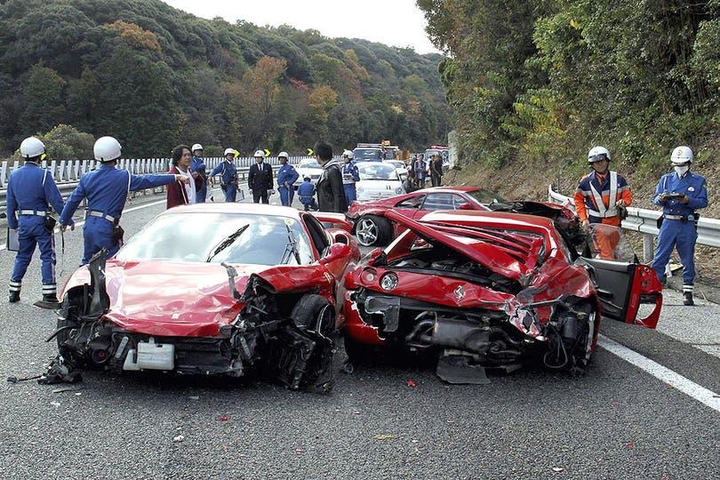 Impactantes imágenes de la colisión en plena autopista. Foto: AFP