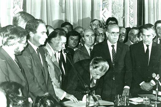 El día de la asunción de Cafiero, el 11 de diciembre de 1987. Foto: Archivo