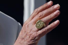 El anillo de pescador, símbolo del sello pontifical, será destruido